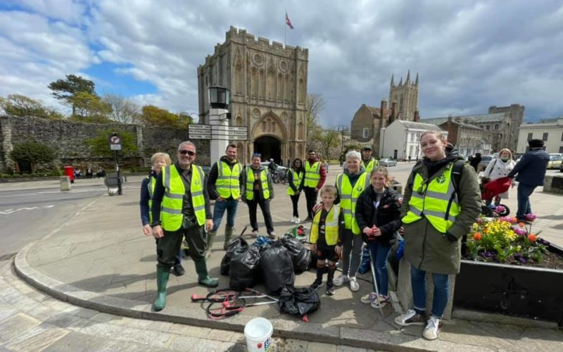 Sicon Foundation Litter Picking - Day 1 Group pic v3